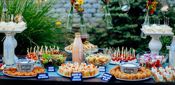 Disposable finger food products goldplast - Tavole apparecchiate per buffet ...